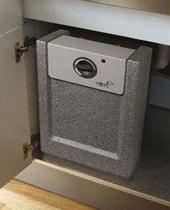Keukenboiler in kast plaatsen